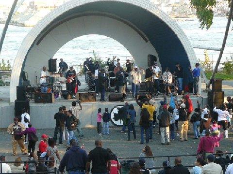 LES Bands Launch 2008 fans for legends Cosmos